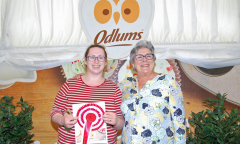odlums-catherine-leyden-with-1st-prize-winner-in-the-odlums-all-ireland-home-baking-lisa-clancy-of-5-dunaras-ballymulvey-ballymahon-co.-longford-1