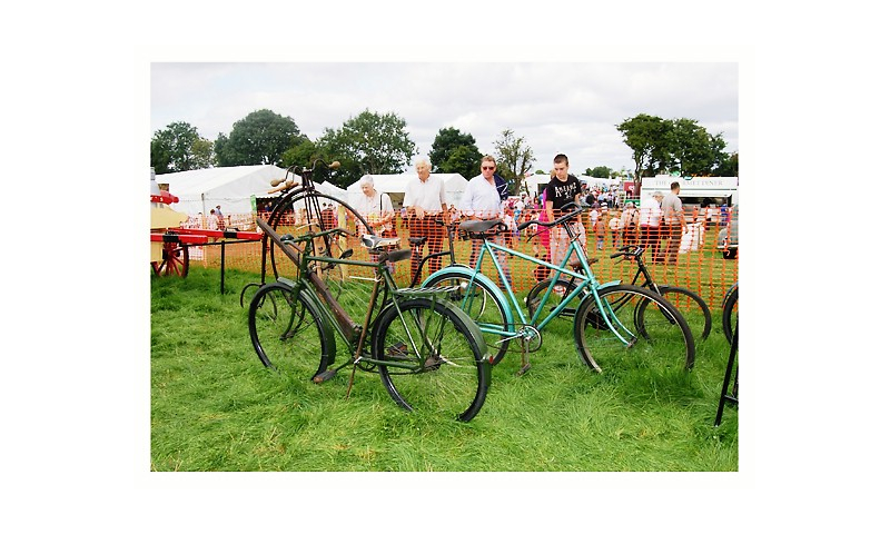 bicycles-at-the-vintage-area-at-the-tullamore-show