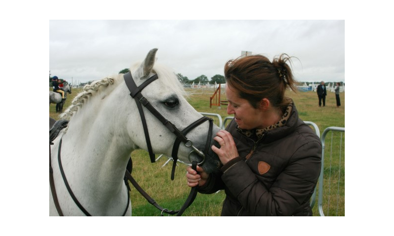 img-4788-woman-with-horse-tullamore-show-bridie-roe