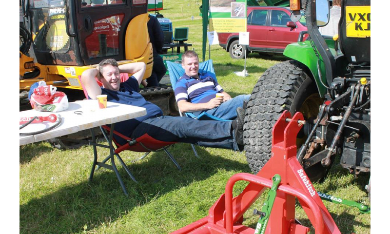 inventors-relaxing-at-the-tullamore-show-2014